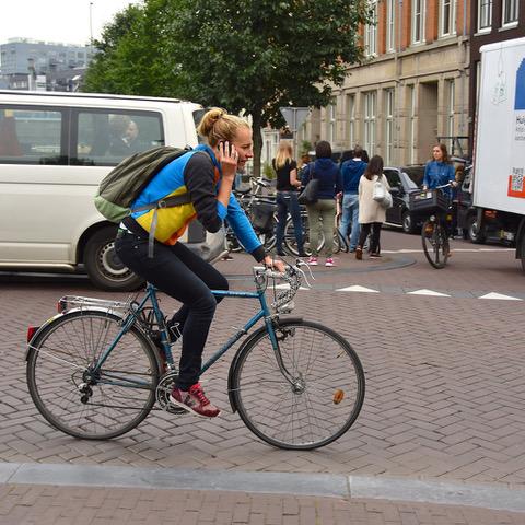 Telefoongebruik op de fiets nu toch echt verleden tijd